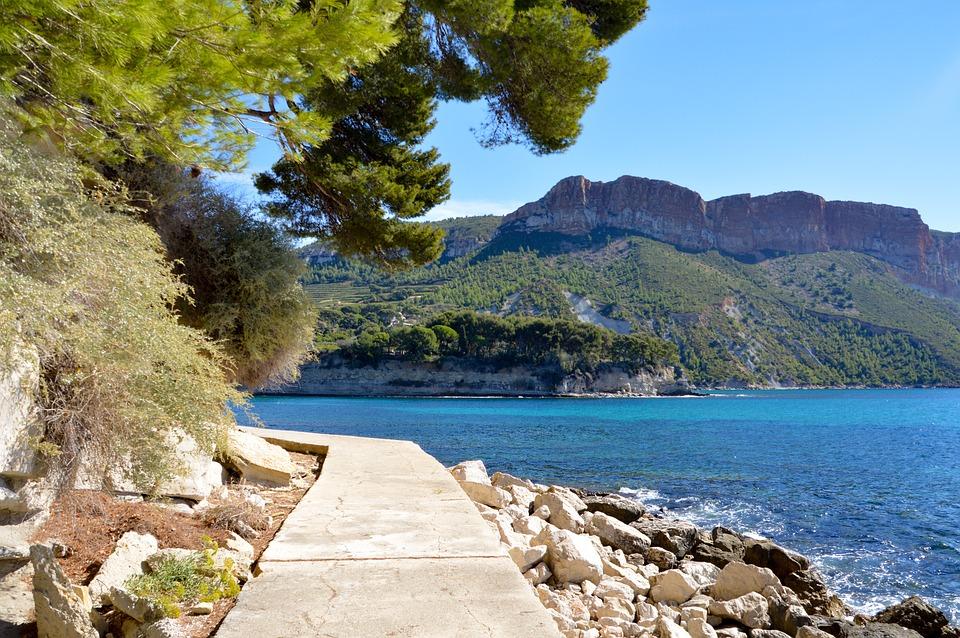 Côte de la mer Méditerranée dans le Sud de la France