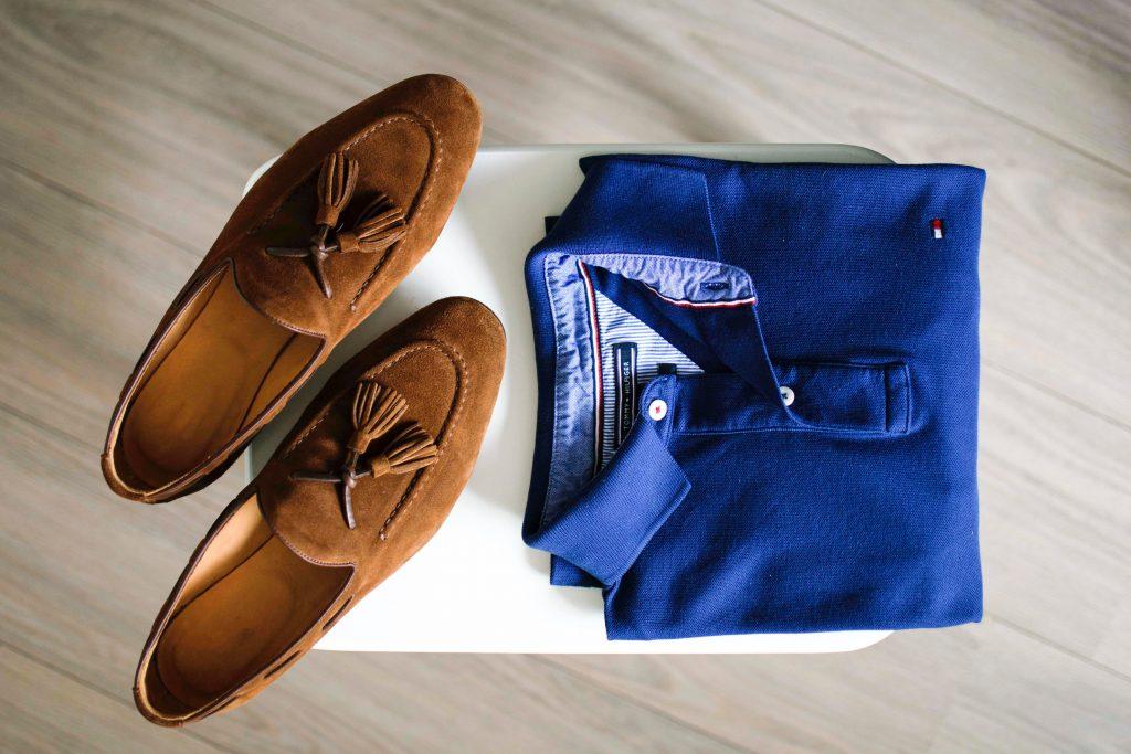 Mocassins et polo bleu marine pour homme