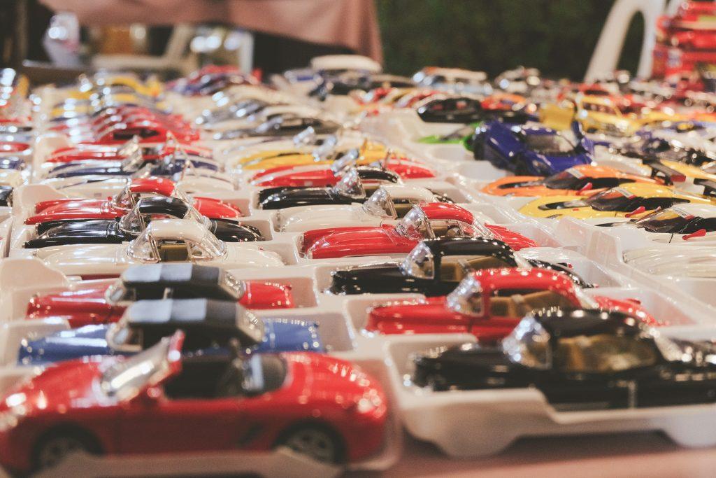 Une collection de petites voitures