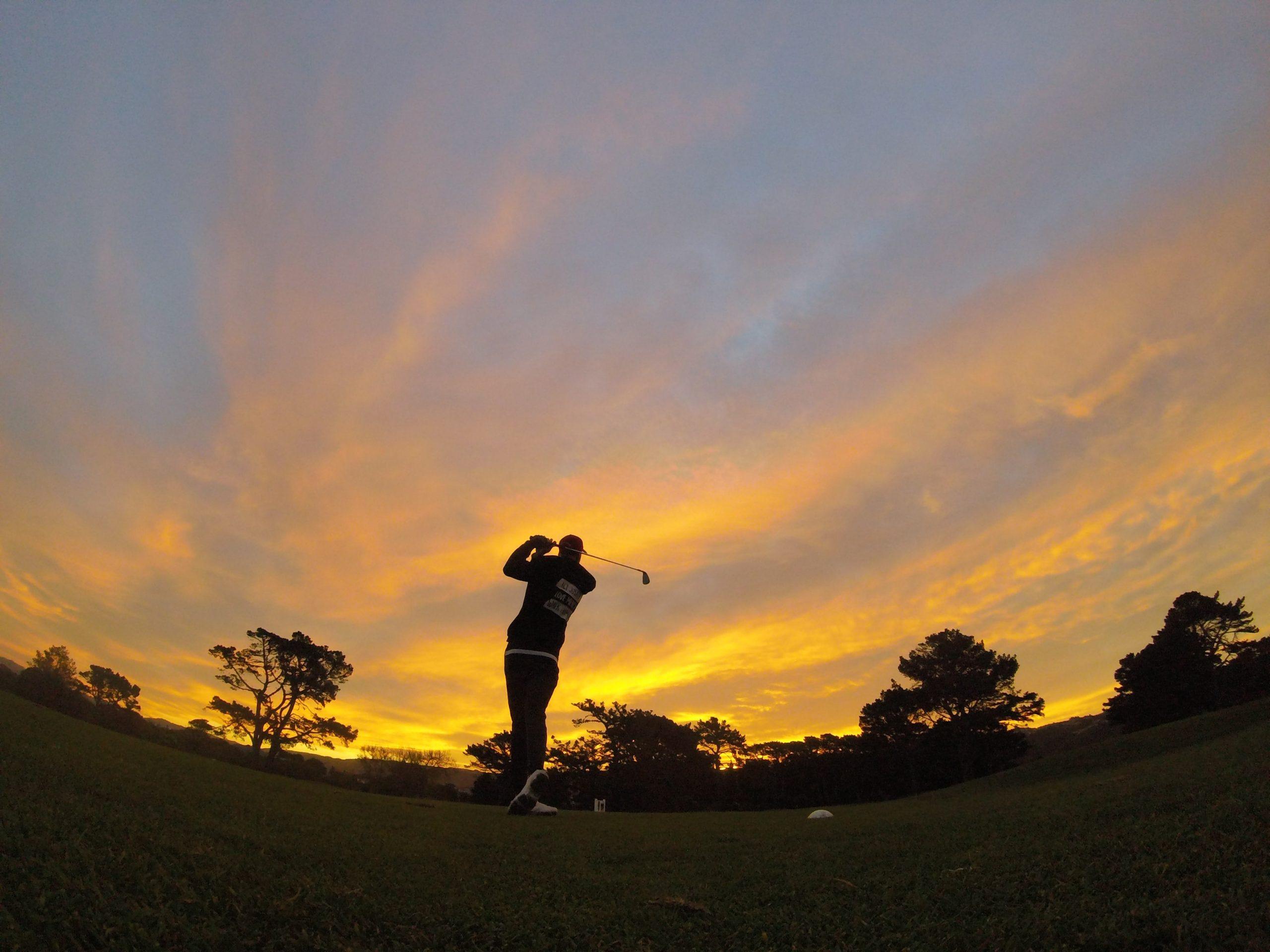 golf coucher de soleil